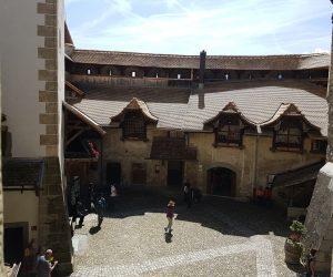 Patios del Castillo de Chillón