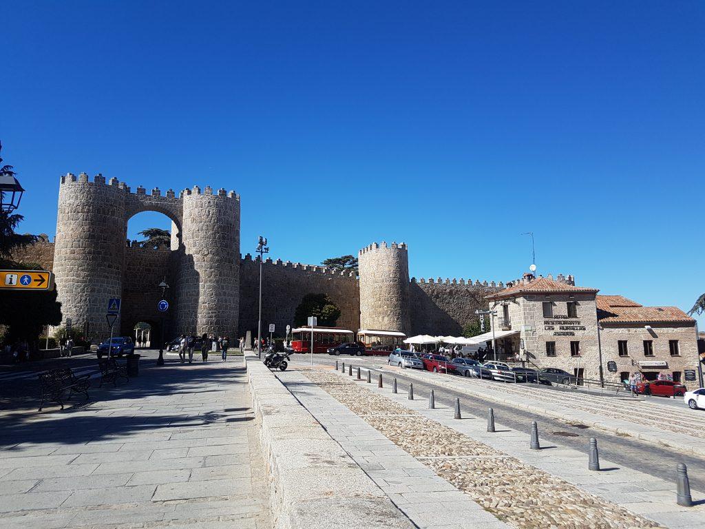 Muralla de día, Ávila