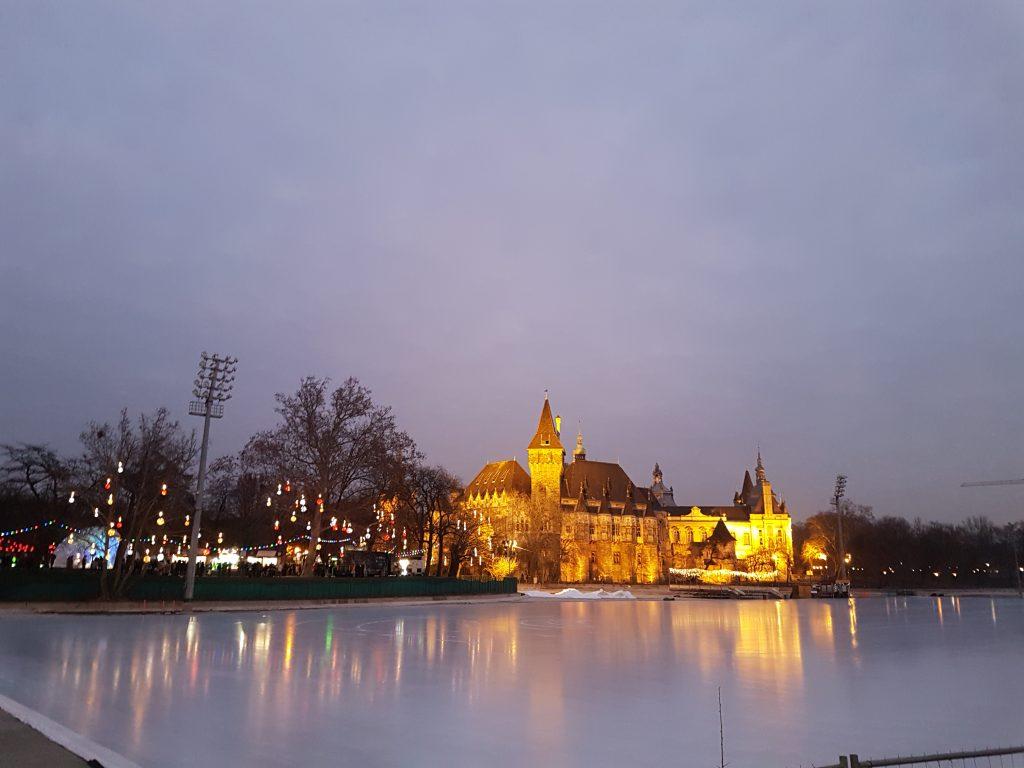 Castillo con pista de hielo Budapest